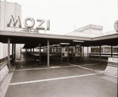 1982 Budapest, Olimpia mozi külső-belső felvételei, 10 db szabadon felhasználható vintage negatív, 6x6 cm