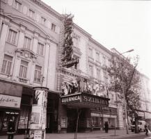 1982 Budapest, Szikra mozi külső-belső felvételei, 5 db szabadon felhasználható vintage negatív, 6x6 cm