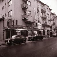 1982 Budapest, Ugocsa mozi külső-belső felvételei, 7 db szabadon felhasználható vintage negatív, 6x6 cm