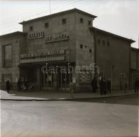 1973 Budapest, Balassi mozi külső-belső felvételei, 5 db szabadon felhasználható vintage negatív, 6x7 cm