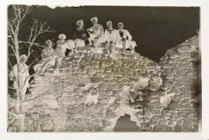 cca 1928 Munkások Testedző Egyesületének társas látképei a Börzsönyből, 13 db vintage üveglemez negatív, 9x12 cm és 10x15 cm