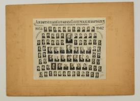 1942 Budapest, II. ker. Egyetemi Kat. Reálgimnázium tanári kara és végzős növendékei, kistabló 84 nevesített portréval, 16x18,5 cm, karton (sérült) 24,5x33 cm