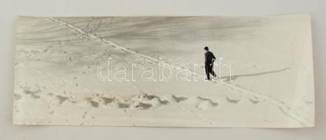 cca 1970 Krisch Béla: Átlóban, feliratozott vintage fotóművészeti alkotás, kiállítási emlékpecsétekkel, 14,5x38,5