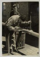 cca 1963 Kecskemét, alumínium hegesztés, Medgyesi László kecskeméti fotóművész feliratozott vintage alkotása, 40x29,5 cm