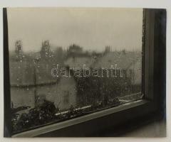 cca 1958 Szabó Lajos (Újpest): Koppan az eső, pecséttel jelzett vintage fotóművészeti alkotás, 24x30 cm