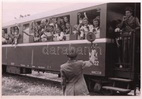 cca 1951 Budapest, úttörővasút, Rózsa György (?-?) fotóriporter hagyatékából 3 db vintage negatív mai nagyítása, 18x25 cm
