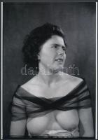 cca 1950 Anya és leánya, ismeretlen szerző felvételei, 2 db vintage negatívról készült mai nagyítás, 25x18 cm
