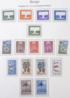 1956-1981 Europa CEPT Luxus gyűjtemény a jó kiadásokkal Borek falcmentes előnyomott albumban (Mi EUR 2.064,-)