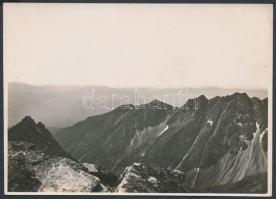 cca 1910-1915 Magas-Tátra, Kilátás a Tengerszem-csúcsról, Erdélyi Mór felvétele, hátoldalon feliratozva, 11x16 cm / High Tatras, vintage photo, with description on the verso, 11x16 cm