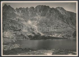 cca 1910-1915 Magas-Tátra, Kis-Tarpataki Öt-tó, Erdélyi Mór felvétele, hátoldalon feliratozva, 11x16 cm / High Tatras, vintage photo, with description on the verso, 11x16 cm