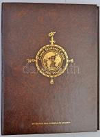 Great Historic Coins of the World bankjegytartó album 51 férőhellyel, sötétbarna műbőr borítással. Használt, de nagyon jó állapotú.