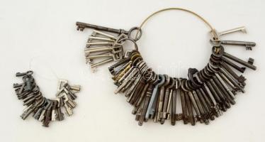 Kulcsok, összesen:83 db