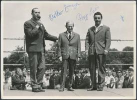 Adler Zsigmond(1901-1982) és Papp László(1926-) aláírása fotón