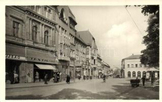 39 db MODERN fekete-fehér magyar városképes lap a 1960-as és 1980-as évekből / 39 modern black and white Hungarian town-view postcards