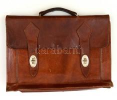 Barna bőr csatos táska, kopásnyomokkal, 38x28 cm