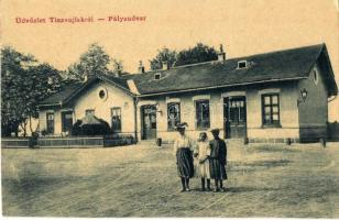 Tiszaújlak, Vylok; vasútállomás, kiadja Bleier Emil / railway station (vágott / cut)