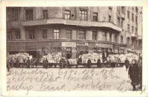 Budapest VII. Országos Gyermekvédő Liga központi irodája, Külföldi szeretetadományokkal telt, lerakodásra való társzekerek, Spangenberg Lajos kalapos üzlete, Thomson villanyszerelő (EK)