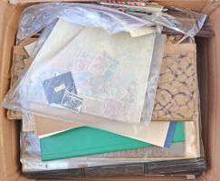 Hagyaték: régi album sok régi bélyeggel, rendező berakó Egyiptom, Ethiopia stb bélyegekkel, bélyegek zacskókban, berakólapokon, borítékok, lapok, nyomtatványok, okmányok stb. nagyon érdekes vegyes anyag