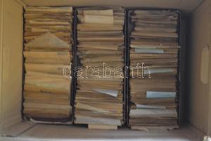 Vegyes világ előrendező: 8 rendező dobozban, pergamen borítékokban, 2,5 m előrendezett bélyeg