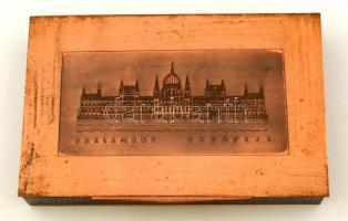 Budapest Parlament feliratú látképes réz dobozka, fa betéttel, jó állapotban, 16×10×2 cm