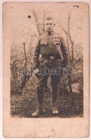 cca 1917 Katona, kitüntetésekkel, hátoldalt azonosított. Fotólap