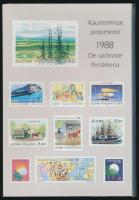 Finnország 1982/1988 Exkluzív kiadvány az akkor megjelent bélyegekből, közte 1982-es 10-es füzetösszefüggés és 1988-ból Aland bélyeg