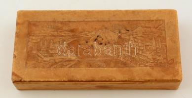 Pest-Budát ábrázoló, bőr borítású, fa betétes dobozka, kopásnyomokkal, 22x10x4 cm