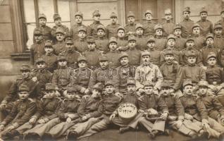3 db RÉGI első világháborús K.u.K. katonai képeslap, mindhárom fotó (1914-15), csoportkép, katonai sírok, laktanya / 3 pre-1945 WWI K.u.K. military photo postcards, group photo, soldier graves, military barracks, photo