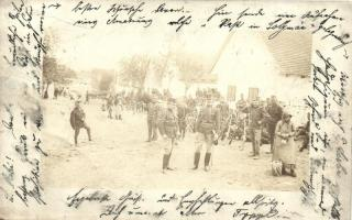 1903 Solymár, állomásozó K.u.K. katonák az utcán, csoportkép, photo (EB)