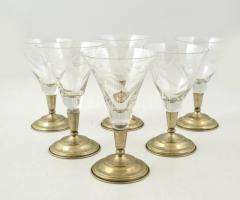 Fém talpas csiszolt üveg poharak, kettőn apró csorbával, m:14,5 cm