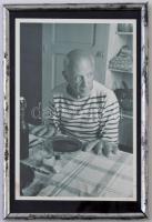 1952 Picasso és a veknik képeslap fém keretben / Picasso and the loafs. Postcard in frame