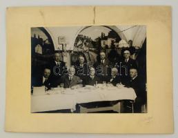 cca 1930 Budapesti vendéglőben mulatozók. Ceruzával jelzett Schäffer fotó 34x25 cm