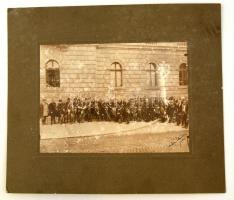 1926 Főispáni beiktatás Veszprémben. Díszmagyaros urak fotója, Tollal jelzett. Nagyméretű, sérült. 29x33 cm