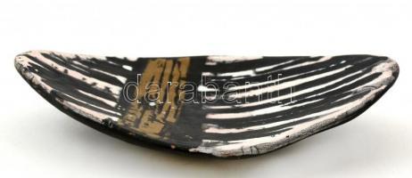 Gorka Lívia (1925-2011): Fekete csíkos kis tálka, festett, mázas kerámia, jelzett, nagyon apró máz hibákkal, 12×19 cm