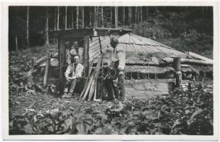 Kőrösmező, Jasina; Koliba huculskych drevorubcu / Hucul favágók kunyhója / Hucul lumberers shed
