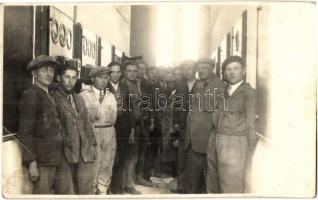 Veszprém, villanytelep belső, dolgozók csoportképe, photo (EB)