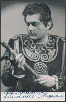 Nagypál László(1915-1981) magyar énekes aláírása az őt ábrázoló fotón