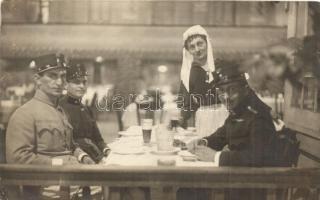 2 db RÉGI K.u.K. katonai fotó képeslap, 1914-es csoportkép Lajtabruckból, A. Tőke felvétele; tisztek egy étteremben, belső / 2 pre-1945 K.u.K. military postcards, group photo from Bruck an der Leitha by A. Tőke (1914); soldiers in a restaurant, interior, photo