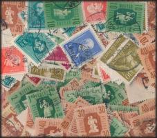 Kb. 520 db bélyeg tasakban ömlesztve