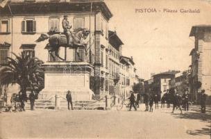 Pistoia, Piazza Garibaldi / square, statue, cyclists (EK)