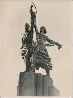 Vera Ignatyjevna Muhina A Munkás és kolhozparasztnő című szobráról készült fotó, 23x17 cm