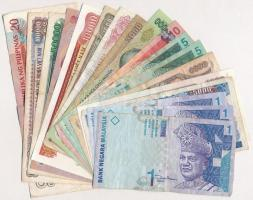 17db-os vegyes külföldi bankjegy tétel, közte Kambodzsa 1999. 1000R (2x), Fülöp-szigetek 2004. 20P, Malajzia (1998-2000) 1R (3x), Vietnám 1988. (1989) 500D T:II-III- tűly. 17pcs of various banknotes, including Cambodia 1999. 1000 Riels (2x), Philippines 2004. 20 Piso, Malaysia (1998-2000) 1 Ringgit (3x), Viet Nam 1988. (1989) 500 Dong C:XF-VG needle hole