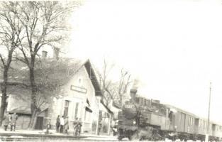 Fertőújlak (Sárród), vasútállomás induló 124-es számú gőzmozdonnyal, photo
