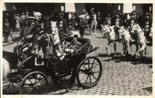 1937 III. Viktor Emánuel olasz király látogatása Budapesten, díszmenet megtekintése Horthy kormányzóval / Victor Emanuele of Italy visiting Budapest