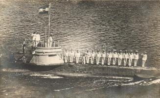 1916 Osztrák-Magyar Haditengerészet tengeralattjárója tisztelgő matrózokkal / K.u.K. Kriegsmarine Unterseeboot, submarine with mariners, photo
