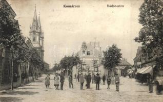 Komárom, Komárno; Nádor utca, Szentháromság szobor, Löwinger üzlete / street, statue, shop