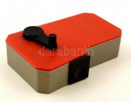 Retro mozgófilmes játék, műanyag, akad de müködik, 9×6 cm
