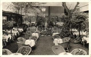 Budapest V. Bástya utca 10. Gyöngytyúk étterem, kerthelyiség