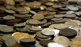 Vegyes magyar és külföldi fémpénz tétel ~2kg-os súlyban T:vegyes