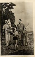 Sztálin a Molotov gyerekek között. Szovjet Festőművészet 5. 1949 Szovjet Festőművészet Kiállítás So. Stpl s: Jefanov V. P. (Rb)